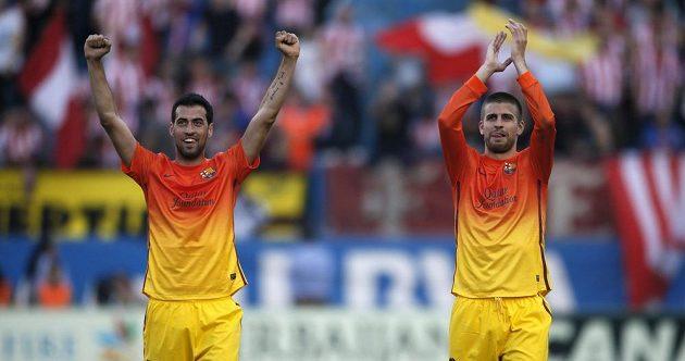 Gerard Piqué (vpravo) a Sergio Busquets ve venkovních dresech pro sezónu 2012/13.
