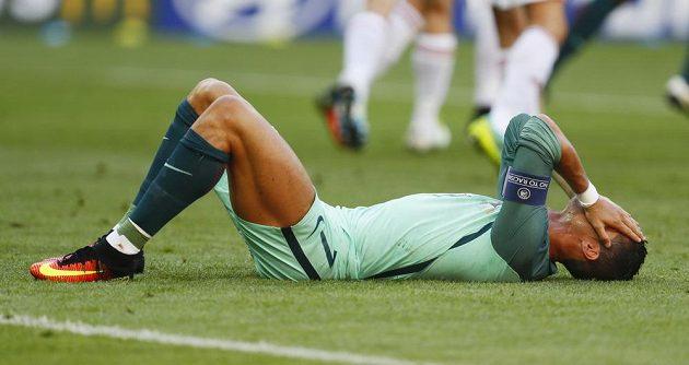 Zklamaný Cristiano Ronaldo po vedoucím gólu Maďarska v závěrečném utkání skupiny F na ME.