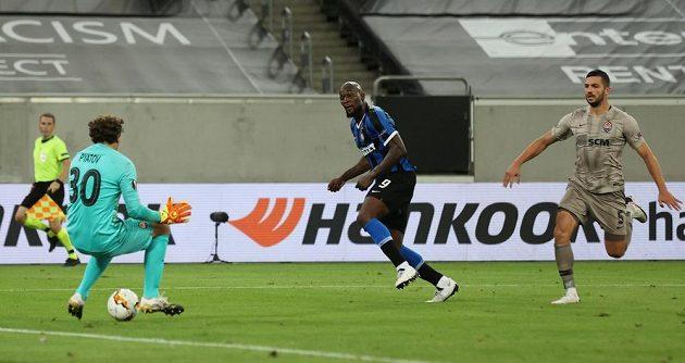 Takhle vstřelil Romelu Lukaku pátou branku Interu Milán a uzavřel gólové hody duelu se Šachtarem Doněck.