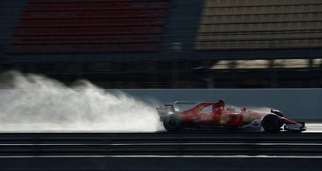 Při absenci týmu Mercedes byl při testu mokrých pneumatik na Katalánském okruhu nejrychlejší Kimi Räikkönen s vozem Ferrari.