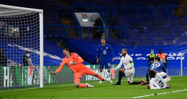 Mason Mount dává druhý gól do sítě Realu