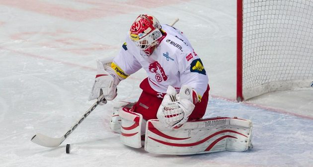 Třinecký gólman Šimon Hrubec v utkání s pražskou Spartou.