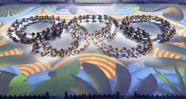 Tanečníci při slavnostním zakončení OH v Riu.