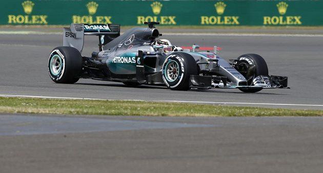 Lewis Hamilton během kvalifikace na GP Velké Británie.
