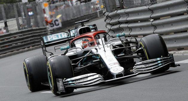 Lewis Hamilton na trati Velké ceny Monaka.