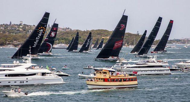 Ostartováno. Do tradičního závodu ze Sydney do Hobartu dnes z olympijského města z roku 2000 vyrazilo 157 jachet, což je největší účast za posledních 25 let.