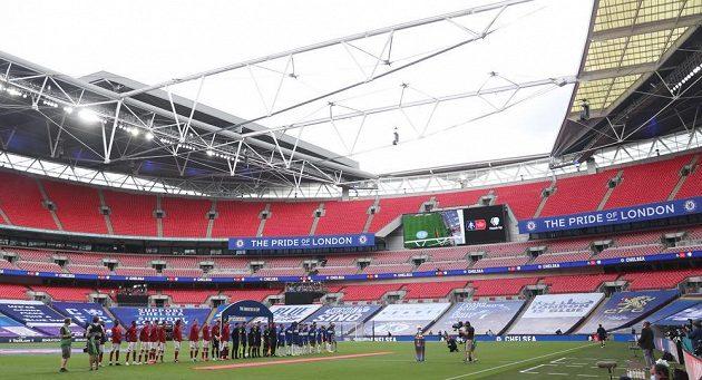 Hráči Arsenalu a Chelsea nastoupili k finále FA Cupu na prázdném stadionu ve Wembley