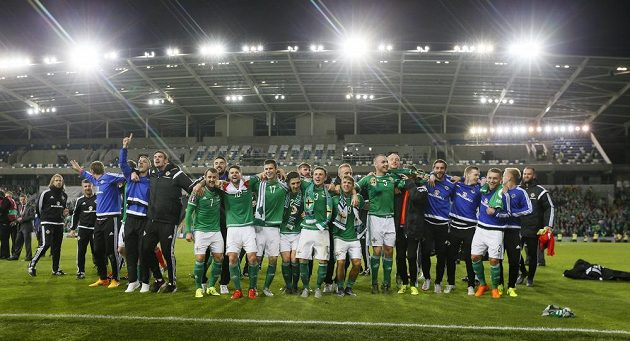 Fotbalisté Severního Irdka se radují z premiérového postupu na evropský šampionát.