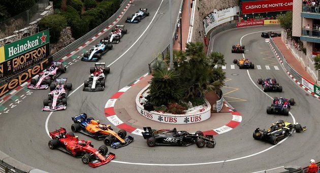 Průjezd šikanou během Velké ceny Monaka.