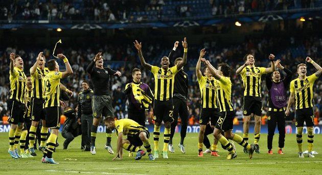 Hráči Dortmundu slaví postup do finále Ligy mistrů.
