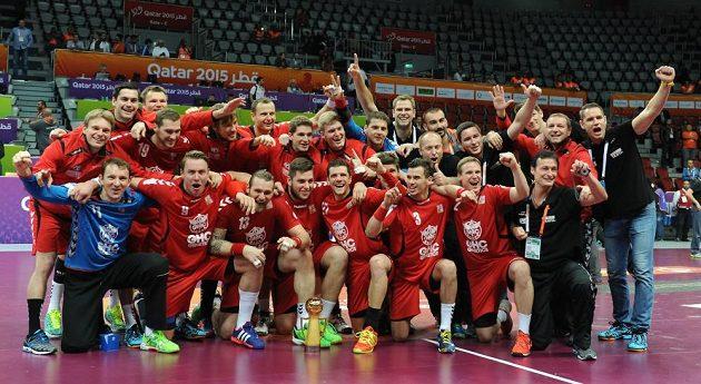 Čeští házenkáři po výhře nad Běloruskem, která jim na MS v Kataru zajistila 17. místo a Prezidentský pohár.