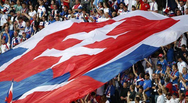 Slovenští fanoušci na zápasu s Anglií.