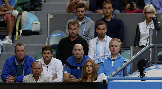 Svého svěřence Andyho Murrayho pozorně na tribuně sledoval i Ivan Lendl (zcela vlevo).