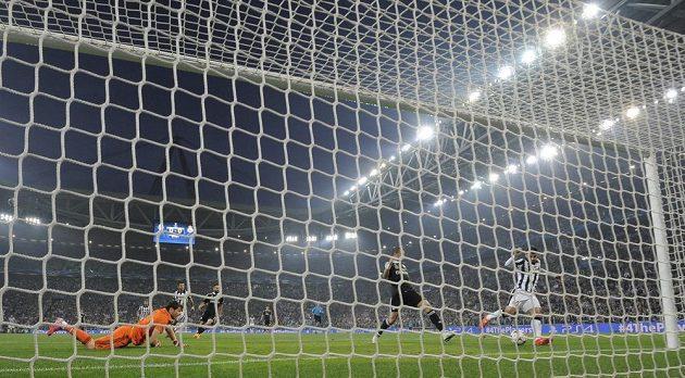 Álvaro Morata dává úvodní gól semifinále Ligy mistrů proti Realu.