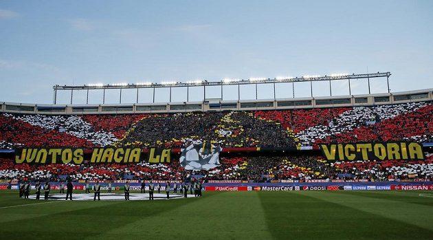 Choreo fanoušků Atlétika před zápasem s Barcelonou.