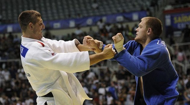 Český reprezentant v judu Lukáš Krpálek (vlevo) a Maxim Rakov z Kazachstánu.