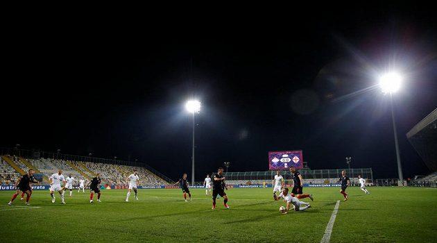 Duel Chorvatska s Anglií se hrál před prázdnými tribunami.