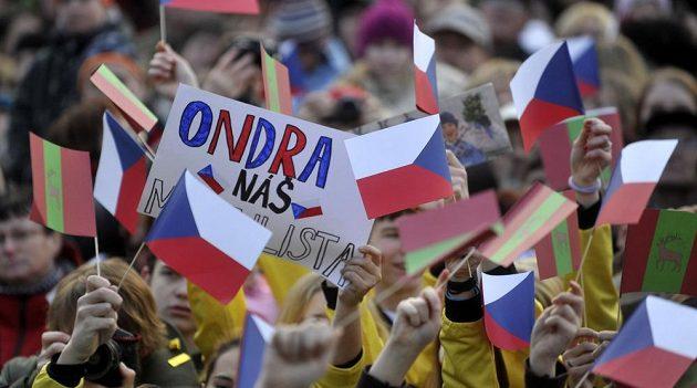 Fanoušci vítají na Václavském náměstí v Letohradu úspěšného olympionika Ondřeje Moravce.