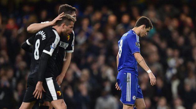 Zklamaný Oscar po neproměněné penaltě v duelu s Watfordem. Chelsea po remíze 2:2 brala jen bod.