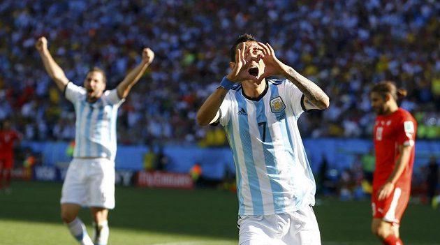 Argentinský záložník Angel Di María se raduje ze vstřelení gólu proti Švýcarsku v osmifinále MS.