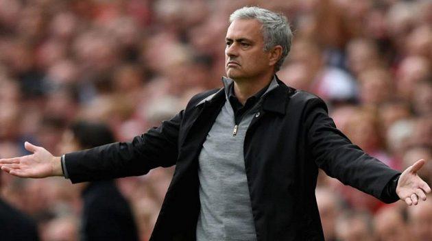 Legendární trenér José Mourinho zvažuje angažmá u reprezentace.