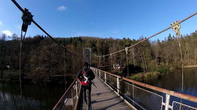 Most přes nekonečnost.