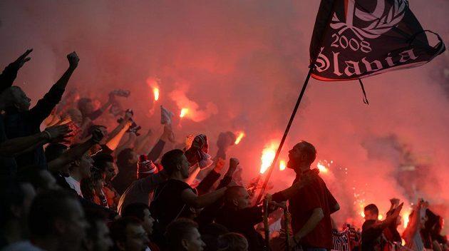 Fanoušci Slavie během derby proti Bohemians.