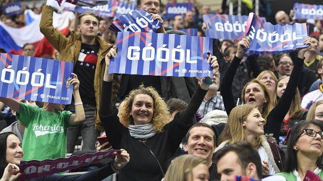 Na snímku jsou fanoušci České republiky.
