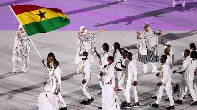 Ghanská výprava nastupuje na Olympijský stadion během zahajovacího ceremoniálu LOH 2021 v Tokiu.