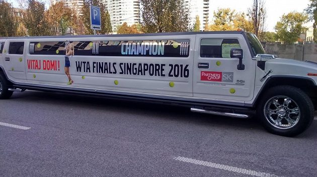 Na Dominiku Cibulkovou, čerstvou šampiónku Turnaje mistryň, čekal ve Vídni tento luxusní vůz.