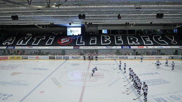 Transparent fanoušků Boleslavi před začátkem utkání.