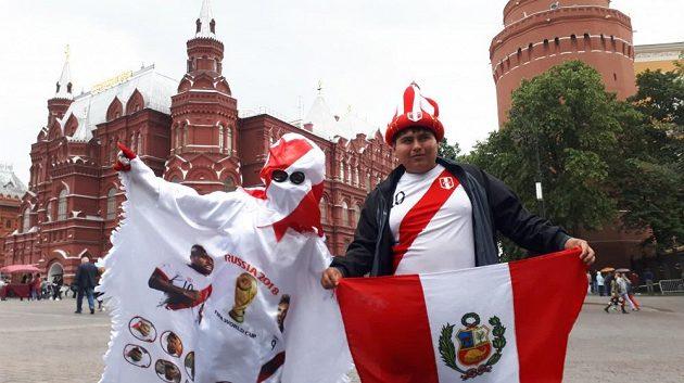 Peruánští fotbaloví fanoušci už jsou v Moskvě, mistrovství světa se blíží.