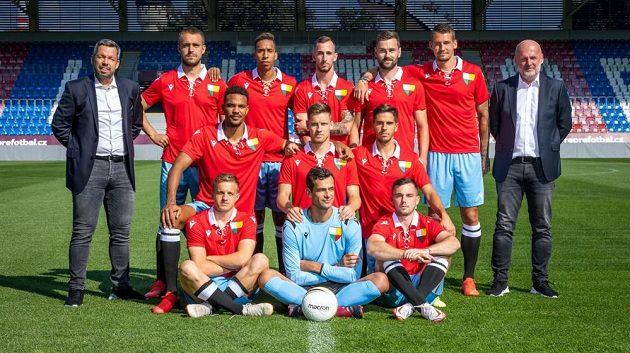 Současný tým fotbalové Viktorie Plzeň ve speciálních výročních dresech, ve kterých odehraje duel s Českými Budějovicemi.