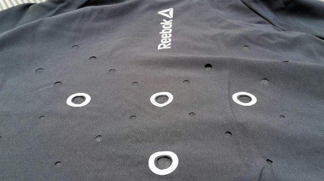 Pánská bunda Reebok ONE Series Paris Jacket, horní část zad.