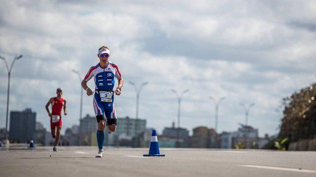 Vabroušek umí po plavání a cyklistice v závěrečném maratónu hodně zabojovat.