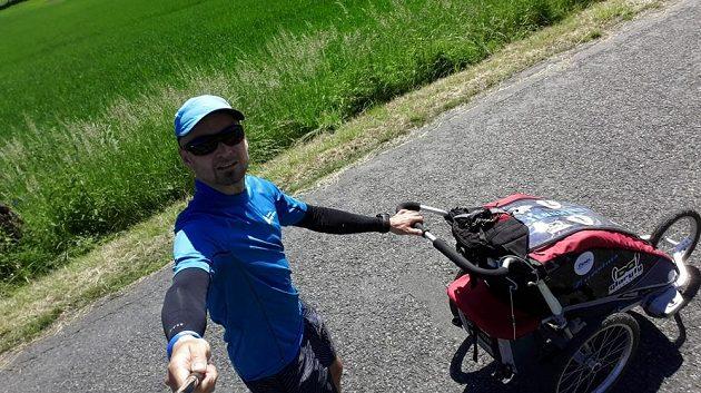 Rukávy N-rit Coolet 2: Cesty na vrchol - jak vylezlo sžíravé slunce, natahoval jsem rukávy.