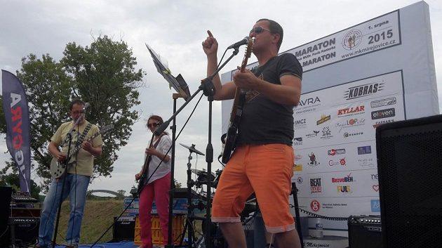Afterparty probíhala pod krutopřísnou taktovkou muzikantů z Mladé gardy.