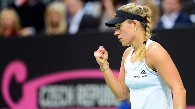 Němka Angelique Kerberová se raduje v utkání proti Petře Kvitové.