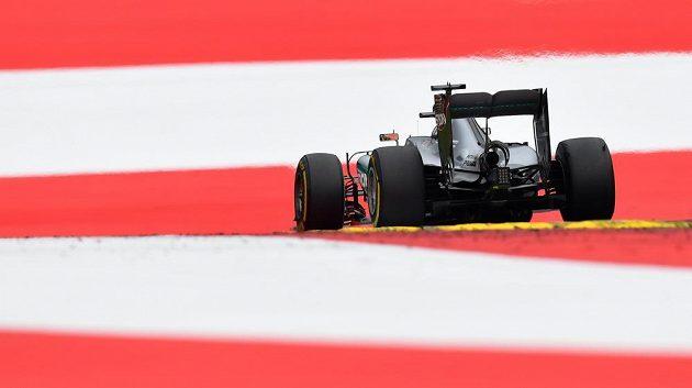 Pilot Mercedesu Lewis Hamilton ovládl Velkou cenu Rakouska.