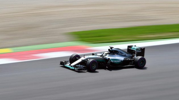 Britský pilot Lewis Hamilton vyhrál kvalifikaci na Velkou cenu Rakouska.