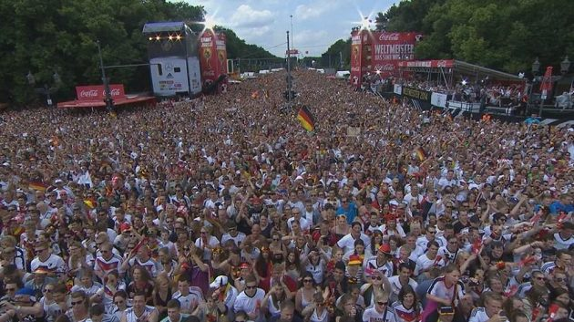 Z tohoto pohledu zamrazí. Němci zapomněli na veškeré starosti a slaví mistrovský titul.