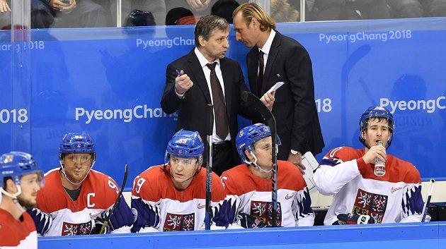 Hlavní trenér české hokejové reprezentace Josef Jandač (vlevo) a jeho asistent Václav Prospal při utkání s Kanadou.