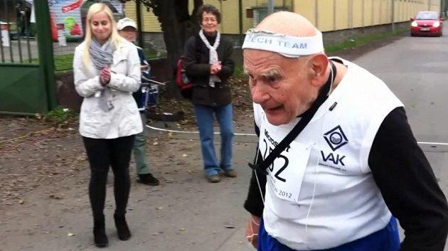Jiří Soukup právě dokončil jeden ze svých maratónů.