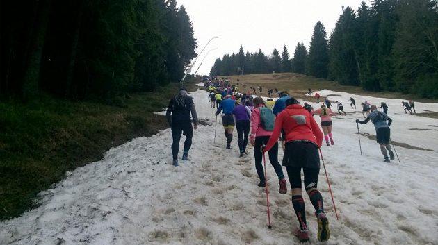 Ještěd SkyRace: I na sněhová pole došlo.
