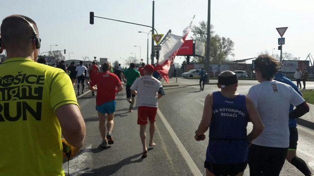 Bosého Poláka s národní vlajkou jsem v Bratislavě nepotkal prvně.