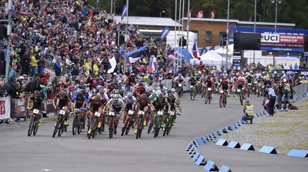 Start kategorie Elite května v Novém Městě na Moravě.