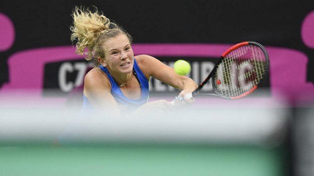 Úvodní dvouhra druhého finálového dne ve Fed Cupu. Kateřina Siniaková (na snímku) proti Sofii Keninové.
