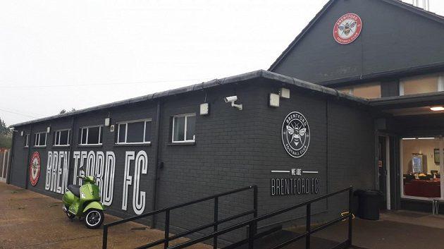 Hlavní budova tréninkového centra Brentfordu FC.