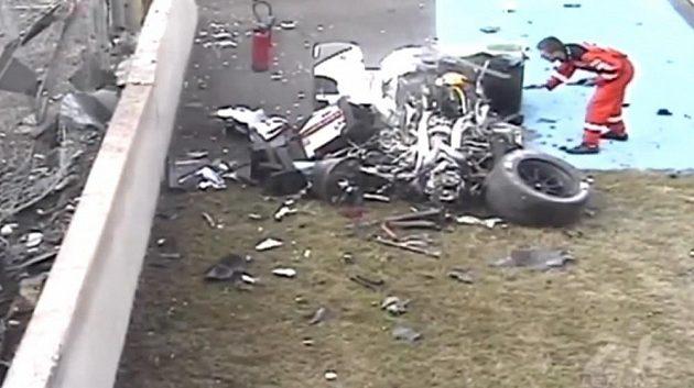 Totálně zdemolovaná zadní část vozu Loice Duvala.