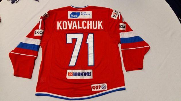 Ve druhém kole dražby je také dres Ilji Kovalčuka podepsaný ruskou sbornou.